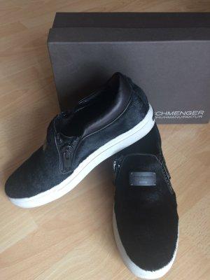 MUST HAVE! Traumhafter Sneaker aus schwarzem Fell, Leder, Kennel&Schmenger