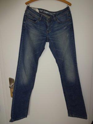 """Mustang - Jeans """"Gina"""" mit Waschungen und Flicken."""