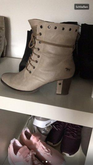 Mustang Schuhe in Beige