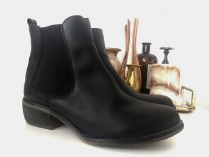 Mustang Shoes Chelsea Boots black