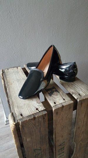 Musthave schwarze Zara Lackleder Loafers Mokassins Gr 38 Neu