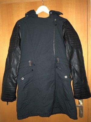Cappotto con cappuccio nero-blu scuro
