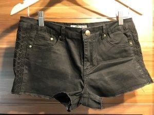MYSTIC    Hotpants / Jeanspants    schwarz    Gr.40 / M-L    mit Stickeinsatz an den Seiten
