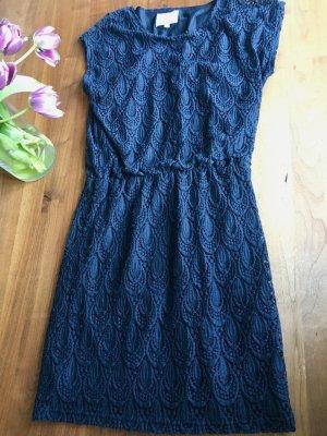 Nachtblaues Kleid in Spitze - festlich