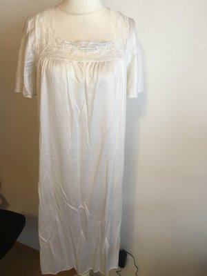 Nachthemd Nachtgewand lang weiß locker mit Spitze