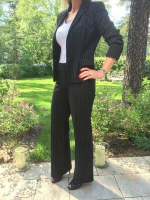 Nadelstreifen Business Anzug schwarz mit weissen Streifen