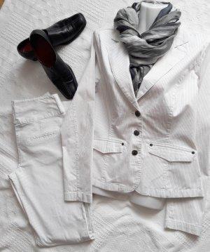 Nadelstreifen Damen-Anzug in weiß