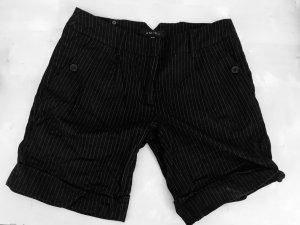 Nadelstreifen-Shorts von Amisu