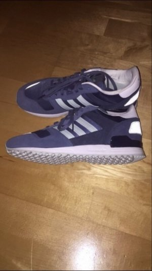 Nagelneue Adidas Sneaker.