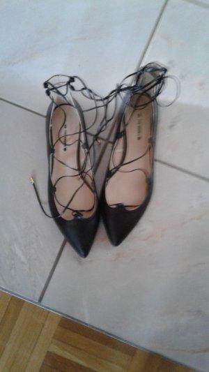 Nagelneue eleganten Schuhe