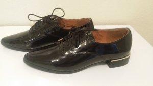 Nagelneue Glanz Schuhe mit gold