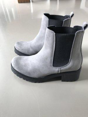 Nagelneue graue Boots
