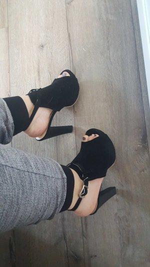 Nagelneue High-Heels.