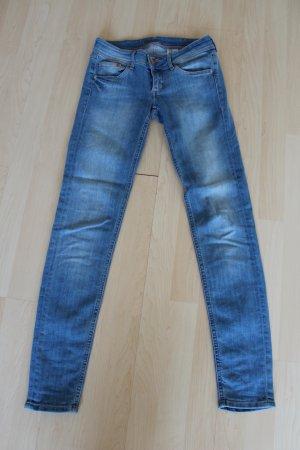 Nagelneue Jeans in Größe 26/32
