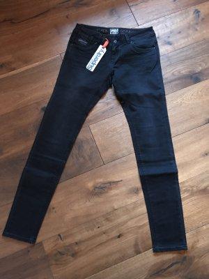 """Nagelneue Jeans """"skinny"""" von Superdry"""