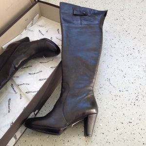 Nagelneue Overknee-Stiefel aus Glattleder der Marke Tamaris in 37 !
