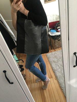 Nagelneue, schwarze Zara Tasche mit Silbereinsatz