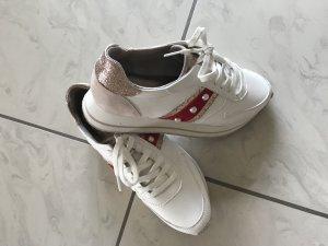 Nagelneue Sneakers von Tamaris