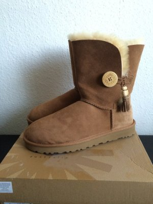 Nagelneue UGG Bailey Button Gr 41 Boots Schuhe