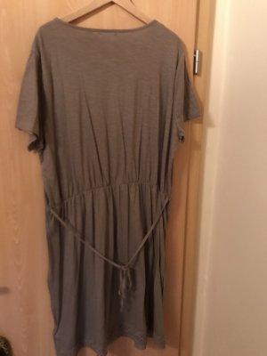 Nagelneues Kleid nude
