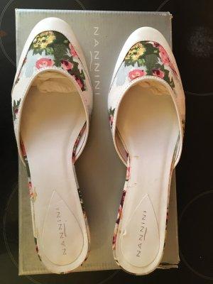 Nannini Schuhe mit floralem Muster
