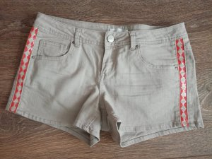Naturfarbene Ethno-Hotpants