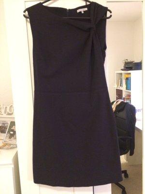 Navyblaues Kleid von mint & berry
