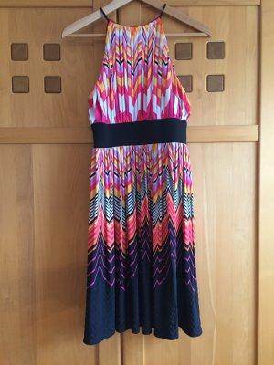 Neckholder Kleid von Maggy London