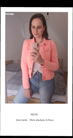 Neon farbende Jeansjacke