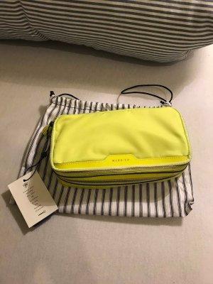 Neon-gelbe Make-up Tasche von Anya Hindmarch