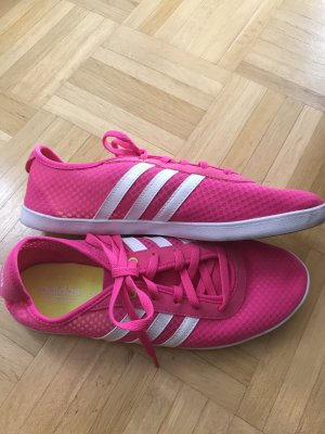 Neon Pink farbener Adidas Turnschuh