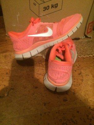 Neon pinke Nike Free 5.0