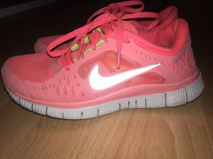 Neon pinke Nike Free