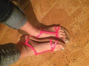 Neon Pinke Sandaletten