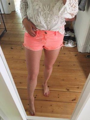 Neonfarbene Shorts von Abercrombie&Fitch