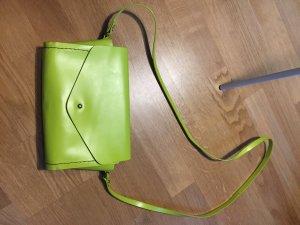 Neonfarbene Tasche von Zara aus Leder