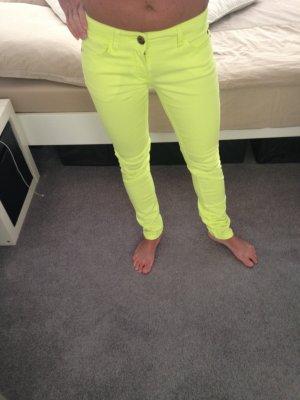 Neongelbe (Textmarker Gelb) Jeansröhre von Only Gr. 34 L 32