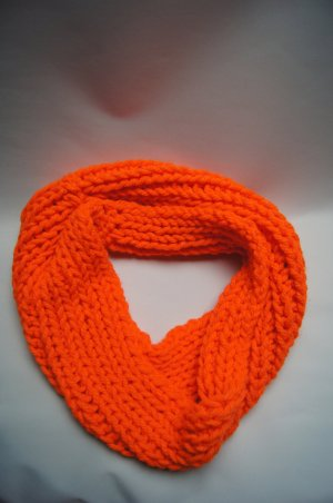 NeonOrange Loopschal, Loopscarf in Großstrick, Strickschal, Wollschal, Rundschal