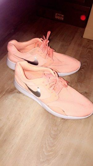 neonorangene Nike Schuhe