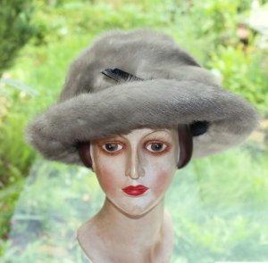 Chapeau gris clair-argenté fourrure