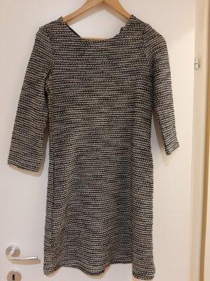Nettes Kleid