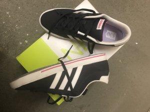 Neu: Adidas- Sneaker, Gr. 38,5