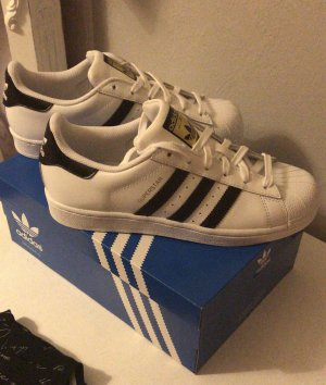 NEU Adidas Superstar Gr. 38 2/3