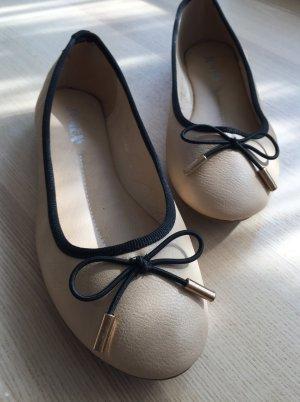NEU Ballerinas mit Schleifen beige nude creme Gr. 38 Ballerina Schleifchen Sommer klassisch süß bequem Leder-Optik