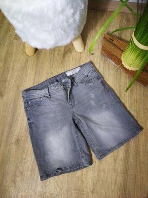 NEU Bermuda Jeansshort von Esprit