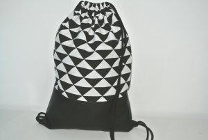 Neu - Blogger Turnbeutel Gym Bag Rucksack geometrisch schwarz Leder -
