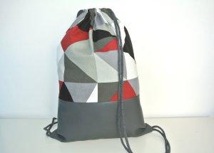 Neu - Blogger Turnbeutel Gym Bag Rucksack grau geometrisch Leder Dreiecke -