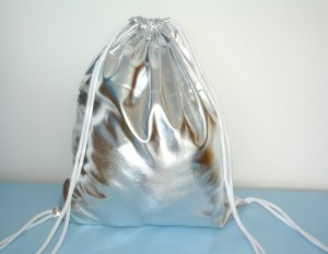 Neu - Blogger Turnbeutel Gym Bag Rucksack silber metallic glänzend-