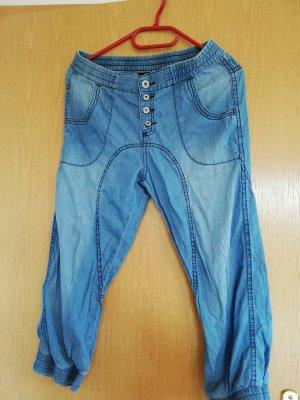 Pantalone Capri blu pallido