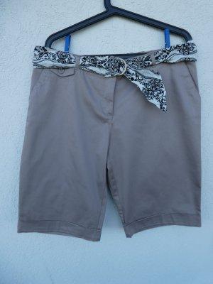 NEU - Damen Bermudashorts mit Gürtel, beige